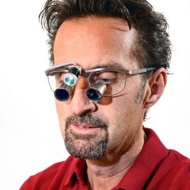 Zahnarzt Dr. Thomas Wingendorf Grevenbrück Lupenbrille